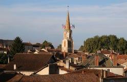 Wczesnego poranku widok średniowieczny Confolens, Francja fotografia stock