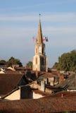 Wczesnego poranku widok średniowieczny Confolens, Francja obrazy stock