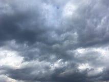 Wczesnego wieczór niebo, chmury Obrazy Stock