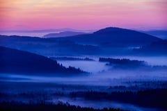 Wczesny fogy jesieni ranek na Czeskiej austriak granicie Obraz Royalty Free