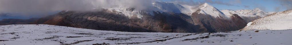 Wczesny jesień śnieg w górach Navarino wyspa, prowincja chilijczyk Antarctica, Chile Obraz Royalty Free