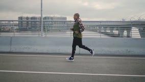 Wczesny poranek ćwiczy Afrykańską jogging atletą zbiory