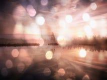 Wczesny poranek jesień przy halnym jeziorem w marzycielskiej atmosferze, drzewo na wyspie w środku Zdjęcia Stock