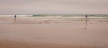 Wczesny Poranek mgła przy plażą obrazy stock