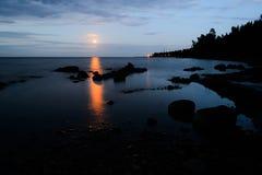 Wczesny poranek na brzeg Jeziorny Ladoga zdjęcie royalty free