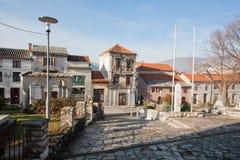 Wczesny poranek na dziejowej ulicie stary miasto w Mostar zdjęcie stock
