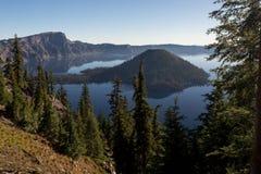 Wczesny poranek przy Krater jeziorem NP, Oregon Obraz Stock