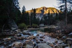 Wczesny poranek przy Lustrzanym jeziorem, Yosemite park narodowy Zdjęcia Stock
