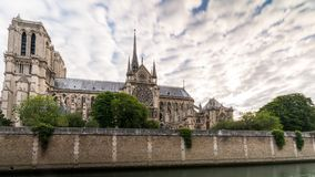 Wczesny poranek przy Notre-Dame katedrą Paryż obrazy stock