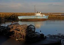 Wczesny Poranek, przypływy, Stara łódź i scena, out, obrazy stock