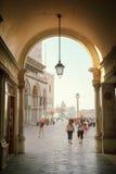 Wczesny poranek, San Marco kwadrat w Wenecja Zdjęcia Stock