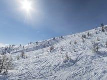 Wczesny poranek w Francuskim alps ośrodku narciarskim Obrazy Royalty Free