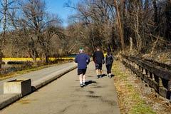 Wczesnych Poranków Joggers na Roanoke rzeki Greenway zdjęcie royalty free