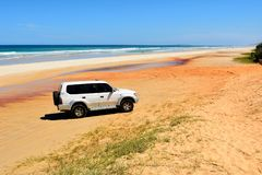 4WD vehicle on 40-mile beach in Great Sandy National Park, QLD royalty free stock images
