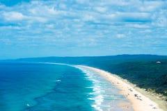 4wd vehicles at Rainbow Beach with coloured sand dunes, QLD, Australia Stock Photos