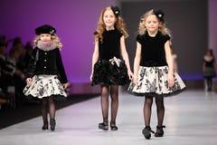 wear för catwalkflickasnowimage tre Royaltyfria Bilder