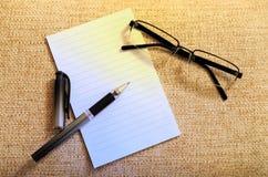 Wearglass und Notizbuch Lizenzfreies Stockbild