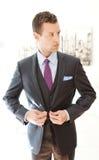 Wearing modelo masculino Grey Three Piece Suit Imagens de Stock