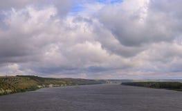 weath bianco del cloudscape di vista della tempesta di estate di viaggio di tramonto delle nuvole del campo della foresta di gior Immagine Stock Libera da Diritti