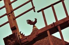 Weathercock no moinho de vento Fotografia de Stock