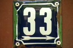Weathered a émaillé le numéro de plaque 33 Images stock