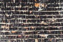 Weathered befleckte alte dunkle Backsteinmauer, Beschaffenheitsschmutzhintergrund Stockfoto