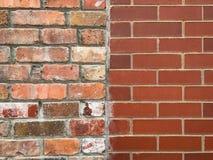 Weathered befleckte alte und neue Backsteinmauer Stockfotografie