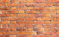 Weathered befleckte Backsteinmauer als Hintergrund Stockbild