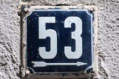 Weathered esmaltou a placa número 53 Fotografia de Stock Royalty Free