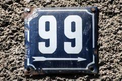 Weathered esmaltou a placa número 99 Fotografia de Stock Royalty Free