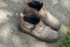 Weathered forgotten shoes Royalty Free Stock Photography