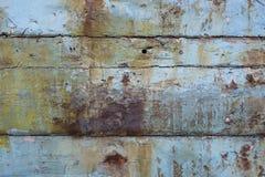 Weathered ha dipinto le sponde di legno della barca fotografia stock libera da diritti