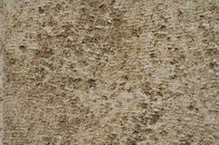 Weathered ha strutturato la superficie marrone chiaro della pietra naturale immagini stock libere da diritti