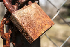 Weathered rusty padlock and chain Royalty Free Stock Photos
