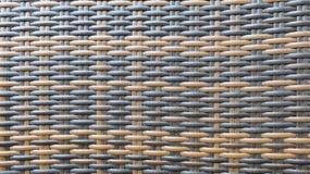 Традиционный тайский стиль поверхность текстуры предпосылки картины Weave ротанга темного Брайна и черного ремесленничества дерев Стоковые Фотографии RF