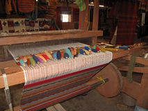 Weaving with an old traditional loom, Teotitlan, Mexiko Royalty Free Stock Images