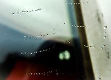 Web de araña con gotas del agua Fotografía de archivo libre de regalías