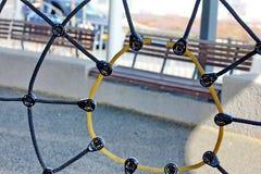 Web de araña de la cuerda en patio Fotografía de archivo