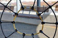 Web de araña de la cuerda en patio Imagen de archivo
