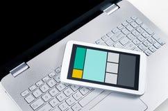 Web design rispondente sui dispositivi multipli Fotografie Stock Libere da Diritti