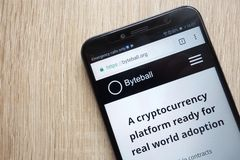 Web site do cryptocurrency do GBYTE dos bytes de Byteball indicado no smartphone 2018 de Huawei Y6 imagem de stock