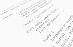 Web site HTML-Codedatenbanksuchroutineansicht über weißen Hintergrund Lizenzfreie Stockbilder
