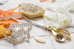 Webart, Scheren und Nadeln stockbild