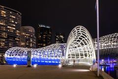 Webb-Brücke mit modernem Gebäude bakground Stockbilder
