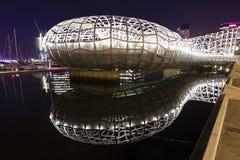 Webbbrug in Docklands, Melbourne bij nacht Royalty-vrije Stock Foto