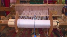 Weberwebstuhl f?r die Herstellung von Teppichen stock footage