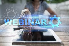 Webinar Ε-μαθαίνοντας, σε απευθείας σύνδεση έννοια εκπαίδευσης ανάπτυξη προσωπική οθόνη εικονική στοκ φωτογραφίες