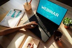 Webinar Edukacja, nauczanie online, Biznesowa nauka i og?oszenie towarzyskie rozwoju poj?cie, fotografia royalty free