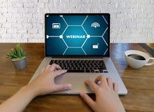 WEBINAR hand bij het E-business van het lijstgebruik het Doorbladeren de Verbinding in comp Royalty-vrije Stock Fotografie