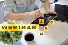 Webinar Nauczanie online, online edukaci pojęcie rozwoju ogłoszenie towarzyskie obrazy royalty free
